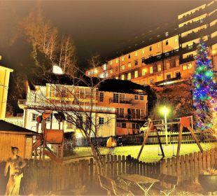 Blick auf den Garten vom Mondi Bellevue MONDI-HOLIDAY First-Class Aparthotel Bellevue