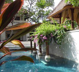 Einer der zwei Gartenpools Hotel Griya Santrian