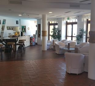 Lobby Hotel Baia Caddinas