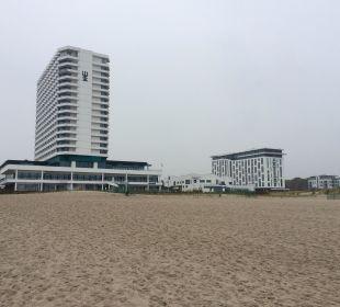 Neptun und das a-ja Resort rechts a-ja Warnemünde. Das Resort.