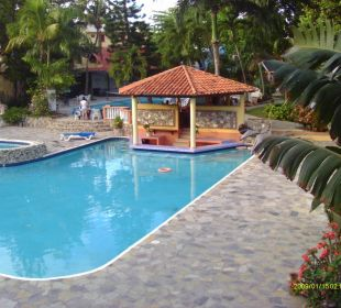 Gartenanlage am Casa Laguna Beach Resort Hotel Tropical Clubs Cabarete