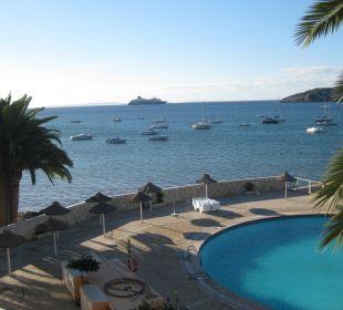Blick vom Balkon, im Hintergrund Formentera Hotel Simbad