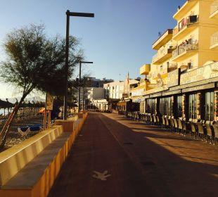 Die Promenade vor dem Hotel JS Hotel Horitzó