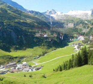 Blick von der Bichlalm ins Tal und auf den Gletsch Hotel Klausnerhof