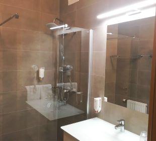 Frisch renoviertes Badezimmer Thermenhotel Kurz