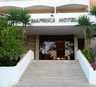 Eingang des Hotels Hotel Livadi Nafsika