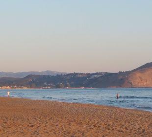 Strand mit Blick auf Georgioupolis Vantaris Beach Hotel
