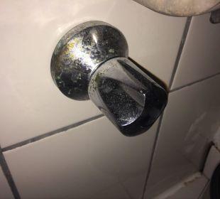 Badezimmer rostiger Wasserhahn Oz Hotels Incekum Beach