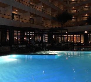 Abends am Pool Hotel Serrano Palace