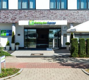 Hoteleingang Holiday Inn Express Hotel Bremen Airport
