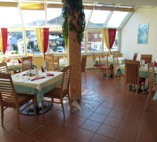 Unser Tisch im Wintergarten v.l.