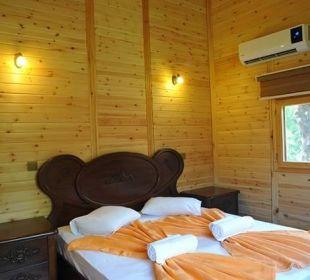 Schlafzimmer von Holtz Bungalows Hotel Anatolia Resort