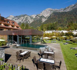 Aussenpool mit Liegewiese © Hotel Traube  Traube Braz Alpen.Spa.Golf.Hotel