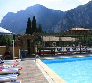 Der Pool mit Sauna und Tennisplatz Residenza Le Due Torri