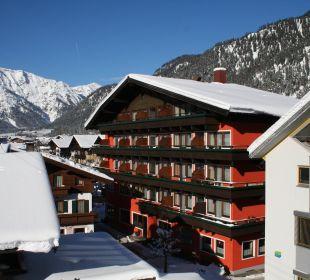 Hotelansicht Winter Erlebnishotel Tiroler Adler