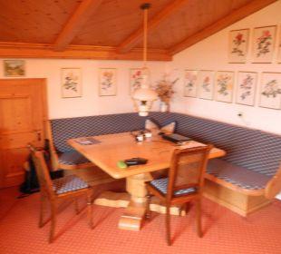 Sitzecke in der Rosensuite Hotel Sunneschlössli