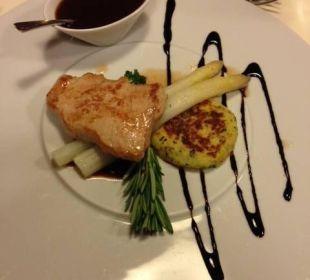 Kalbsrückensteak Spargel und Kartoffelleibchen Spa Hotel Zedern Klang
