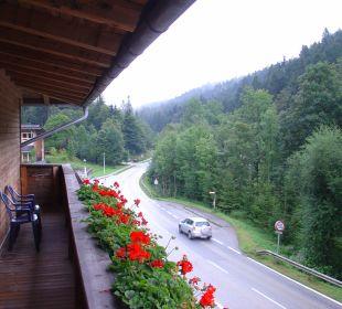 Straße vor dem Hotel Hotel Alpenhof