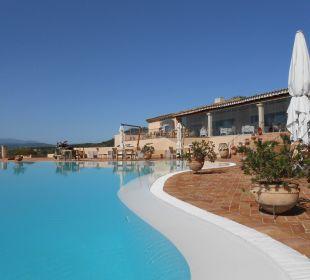 Pool mit Restaurantgebäude Hotel Parco Degli Ulivi