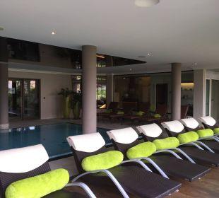 Liegebereich am Pool Hotel La Maiena Meran Resort