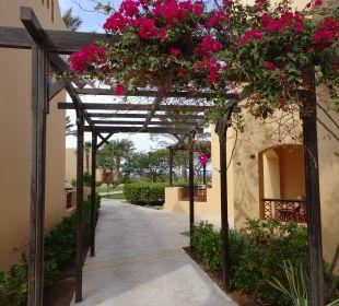 Weg durch die Anlage Hotel Steigenberger Coraya Beach