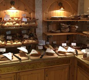 Brotauswahl beim Frühstück  Luxury DolceVita Resort Preidlhof