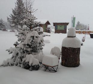 Garten unter Schnee Mair's Landgasthof