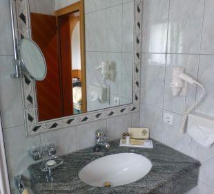 Badezimmer / Lavabo Hotel Post