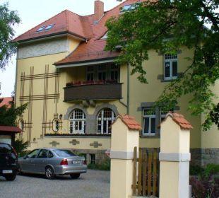 Vorderansicht der Villa Wellnesshotel Jagdhaus