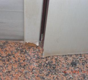 Defekte Türzarge VIK Hotel San Antonio
