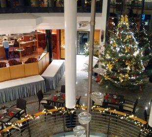 Blick auf die Bar und Weihnachtsdedo Hotel Meerane