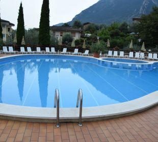 Pool unten  Hotel Caravel