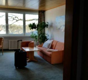 """""""Wohnzimmer"""" vom Eingangsbereich aus Hotel Wald und See"""