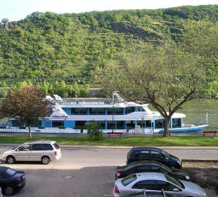 Z pokoju widać statki odpływające do Lorelei Hotel Rheinlust