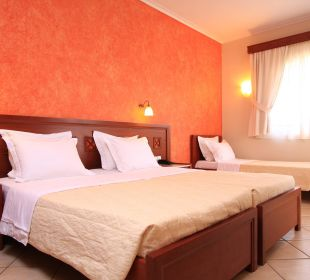 Dreibettzimmer: ein Doppelbett und ein Einzelbett Evdion Hotel