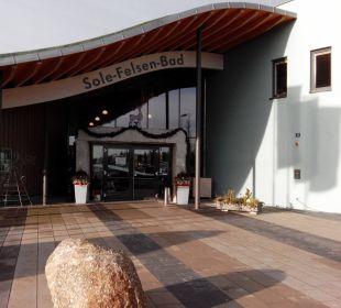 Der Eingang zum Bad Hotel Sole-Felsen-Bad