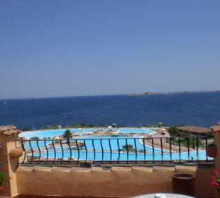 Blick von Ebene 5 auf den Pool Colonna Resort