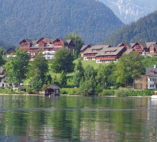 Blick zur Anlage vom See aus 2013 Mondi-Holiday Seeblickhotel Grundlsee