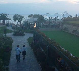 Weg zum Strand Anthemus Sea Beach Hotel & Spa