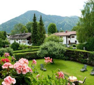 Zimmerblick über Garten und Wallberg Gästehaus Hotel Garni Zibert