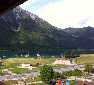 Blick zum See, zur Kartbahn und Buchau-Ranch Rieser's Kinderhotel Buchau