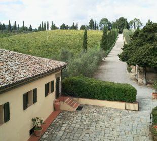 Eingangsallee mit Casa Dievolino Hotel & Wine Resort Villa Dievole