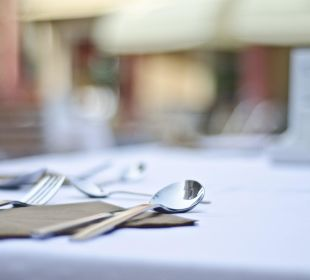 Tisch eingedeckt, Mahlzeit!  Evdion Hotel