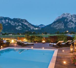 Pool mit Schlossblick Hotel Das Rübezahl