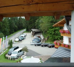 Blick auf den Parkplatz Hotel Lärchenhof