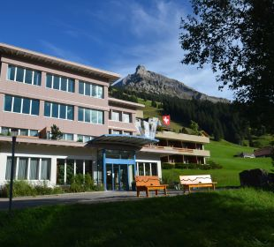 Hoteleingang Hotel Alpina