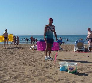 Maru beim Bocciaspielen Adalya Art Side/Artside