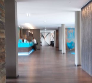 Blick zur Reception Motel One Stuttgart