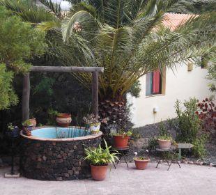 Zierbrunnen am Eingang der Anlage Bungalows El Paradiso