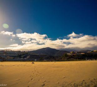 Blick vom Strand auf linksgelegenes Barcelo Jandia Occidental Jandía Playa